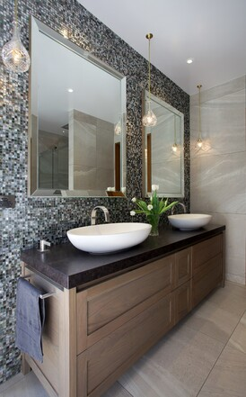 Bathroom designed by Natalie Du Bois / Photo by Jamie Cobel