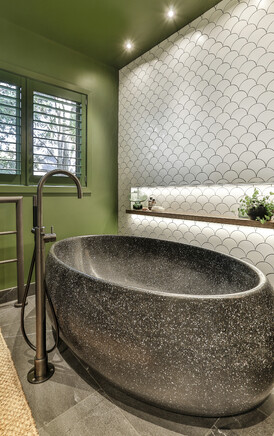 Bathroom Design by Natalie Du Bois / Photo by Jamie Cobel